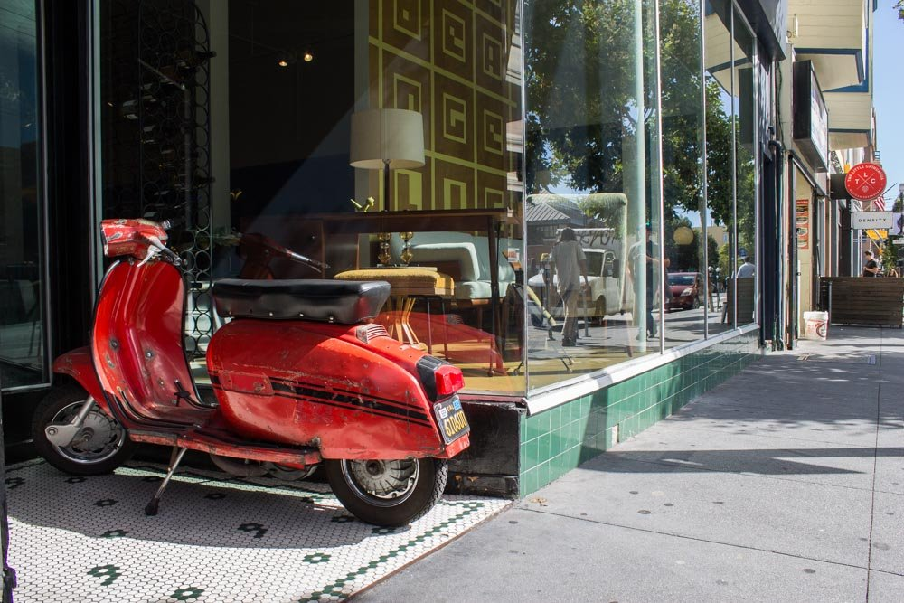 Image of moped on San Francisco street